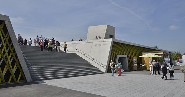 Vorplatz und Deichgärten  (c)Lichtschwaermer
