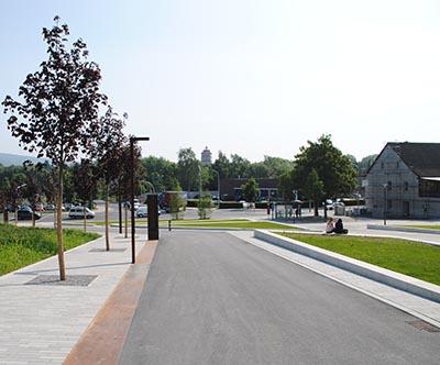Boulevard und Rasenparterres